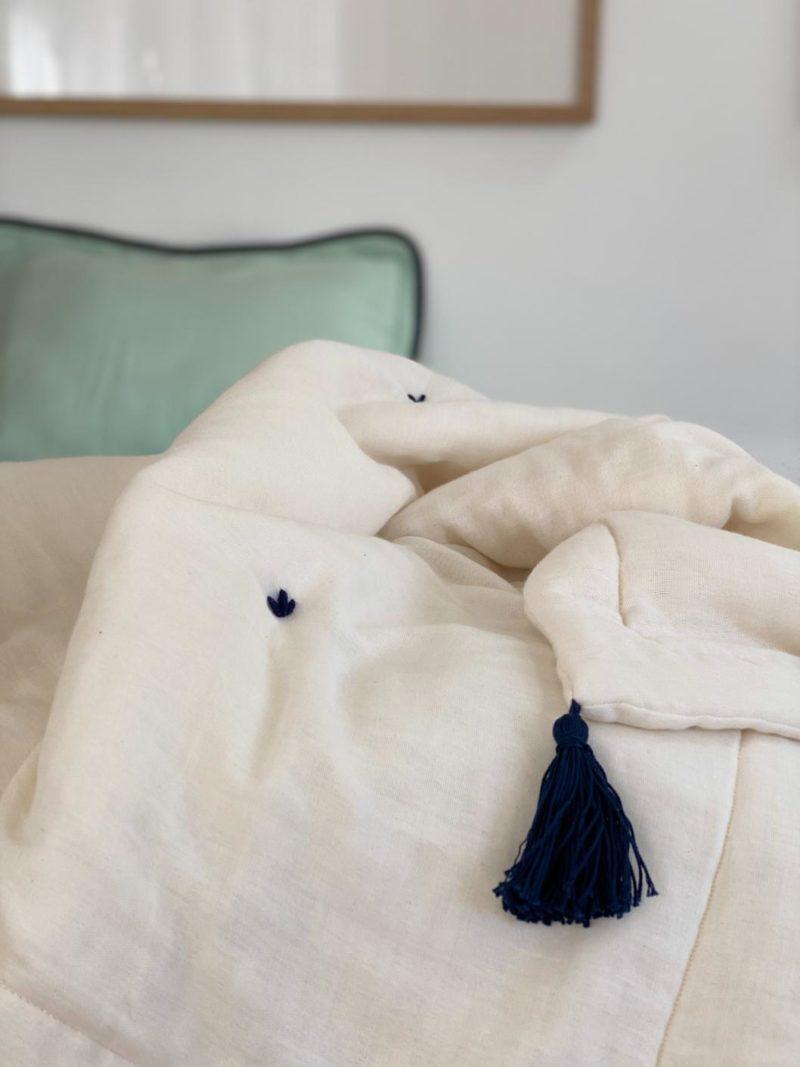 Marilou – Couverture écru et bleu marine